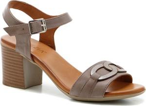 Sandały Venezia ze skóry z klamrami