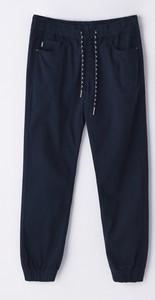 Granatowe spodnie Cropp w sportowym stylu