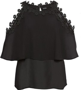 Czarna bluzka bonprix BODYFLIRT w stylu casual na ramiączkach z dekoltem w łódkę