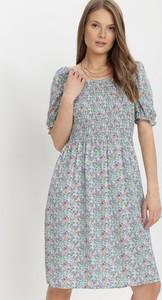 Sukienka born2be trapezowa z okrągłym dekoltem z krótkim rękawem