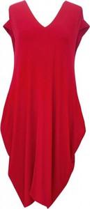 Czerwona sukienka Sklep XL-ka z dekoltem w kształcie litery v