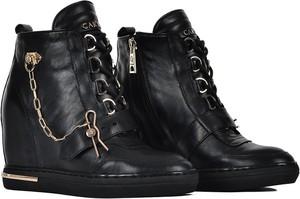 Buty sportowe Carinii ze skóry sznurowane