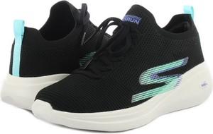 Buty sportowe Skechers w sportowym stylu