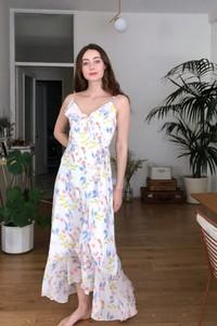 Sukienka Trendyol na ramiączkach w stylu casual z dekoltem w kształcie litery v