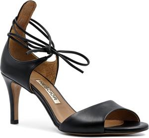 Czarne sandały Neścior sznurowane w stylu klasycznym