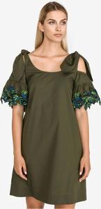 Sukienka Pinko z krótkim rękawem z odkrytymi ramionami z bawełny