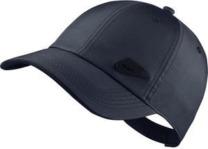Niebieska czapka Nike w sportowym stylu