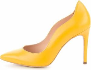 Żółte szpilki Prima Moda na szpilce ze skóry
