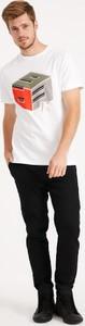 T-shirt Diverse z krótkim rękawem z nadrukiem w młodzieżowym stylu