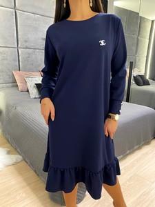 Niebieska sukienka ModnaKiecka.pl z długim rękawem z okrągłym dekoltem