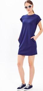 Niebieska sukienka Gate z krótkim rękawem