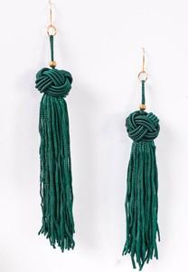 Zoio Kolczyki z długimi frędzlami w kolorze zielonym