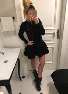 Czarna sukienka sheila.pl z długim rękawem