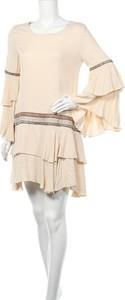 Sukienka Nekane z okrągłym dekoltem z długim rękawem prosta