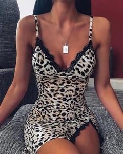 Sukienka Kendallme dopasowana na ramiączkach
