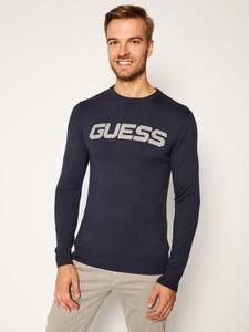 Sweter Guess w młodzieżowym stylu