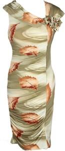 Sukienka Fokus w stylu etno midi z asymetrycznym dekoltem