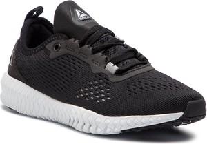 Buty sportowe Reebok sznurowane w sportowym stylu w geometryczne wzory