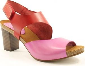 Czerwone sandały Spike na średnim obcasie