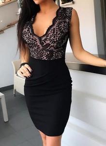 Sukienka Cikelly dopasowana z dekoltem w kształcie litery v mini