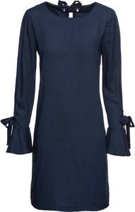 Niebieska sukienka bonprix RAINBOW trapezowa w stylu klasycznym z okrągłym dekoltem