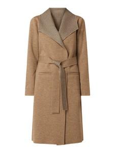 płaszcz wiązany w pasie stylowo i modnie z Allani