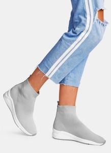 Buty sportowe DeeZee z płaską podeszwą w sportowym stylu