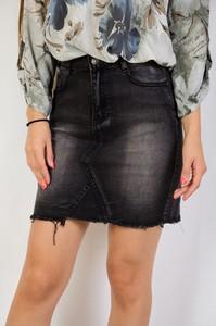 Czarna spódnica Olika w street stylu