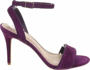 Fioletowe sandały Sandro ze skóry z klamrami