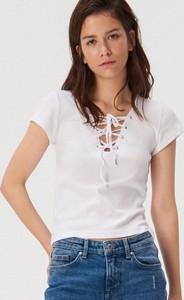 T-shirt Sinsay w stylu casual z krótkim rękawem ze sznurowanym dekoltem