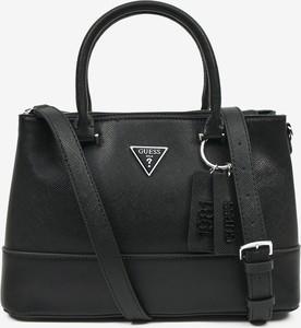 Czarna torebka Guess duża na ramię lakierowana
