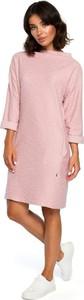 Różowa sukienka Merg z okrągłym dekoltem w stylu casual z długim rękawem