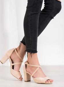 Sandały Czasnabuty na słupku
