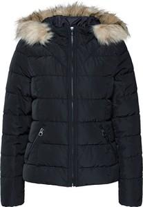Czarna kurtka Vero Moda w stylu casual krótka