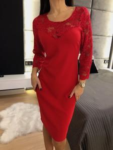 Czerwona sukienka ModnaKiecka.pl w stylu casual midi prosta