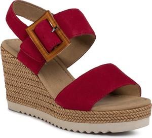Czerwone sandały eobuwie.pl z tkaniny na koturnie
