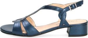 Granatowe sandały Caprice z klamrami w stylu klasycznym