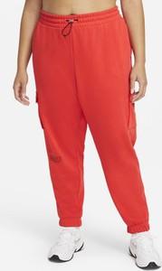Czerwone spodnie sportowe Nike w sportowym stylu
