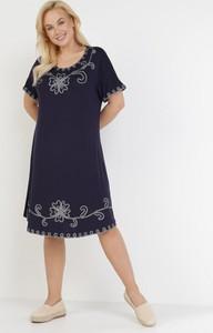 Granatowa sukienka born2be z krótkim rękawem z okrągłym dekoltem midi