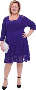 Sukienka modneduzerozmiary.pl z okrągłym dekoltem midi