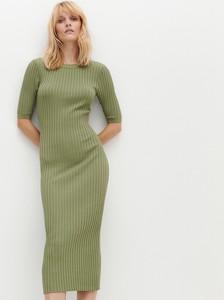 Zielona sukienka Reserved z długim rękawem