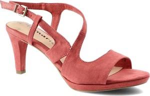 Czerwone sandały Tamaris z klamrami z nubuku