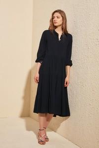 Czarna sukienka Trendyol z długim rękawem midi