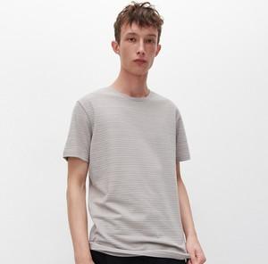 T-shirt Reserved z krótkim rękawem w stylu casual z dzianiny