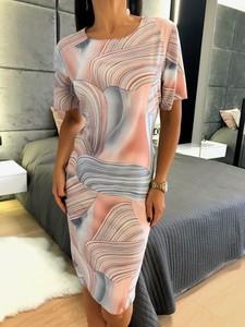 Różowa sukienka ModnaKiecka.pl w stylu casual z okrągłym dekoltem prosta