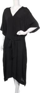 Czarna sukienka Weekday