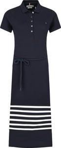 Sukienka Tommy Hilfiger z krótkim rękawem midi w stylu casual