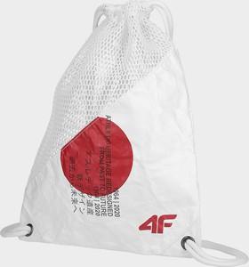 Plecak 4F z nadrukiem w młodzieżowym stylu