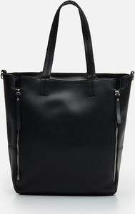 Czarna torebka Cropp matowa duża na ramię