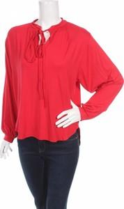 Czerwona bluzka Natalee ze sznurowanym dekoltem w stylu boho